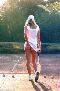 frontbotties tennisgirl